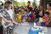 La Reine Mathilde de Belgique rencontre des villageois dans le village de Tha Mueang Se, au Laos, lors d'une mission de trois jours en tant que Pr&eacute;sidente d'Honneur d'Unicef Belgique. Mission dont le but d'accro&icirc;tre la sensibilisation en mati&egrave;re d'&eacute;ducation de qualit&eacute;, en mati&egrave;re de sant&eacute; y compris la sant&eacute; mentale, et sur les probl&eacute;matiques de survie et de la malnutrition des enfants.<br /> Laos, 21 f&eacute;vrier 2017.<br /> Queen Mathilde of Belgium pictured a visit to Tha Mueang Se village, in Laos, Tuesday 21 February 2017. Queen Mathilde, honorary President of Unicef Belgium, is on a four days mission in Laos