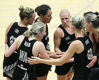 20.1.2014 New Zealand's Laura Langman passes on instructions to her teamates during the test match in London, England. Mandatory Photo Credit (Pic: David Klein). ©Michael Bradley Photography.