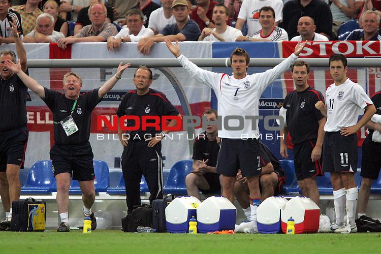 FIFA WM 2006 -  Quarter Finals / Viertelfinale<br /> Play   #59  (30-Jun) - England - Portugal<br /> <br /> David Beckham (Mitte) von England fiebert die letzten Minuten der regul&auml;ren Spielzeit von der Bank aus mit.<br /> <br /> Foto &copy; nordphoto