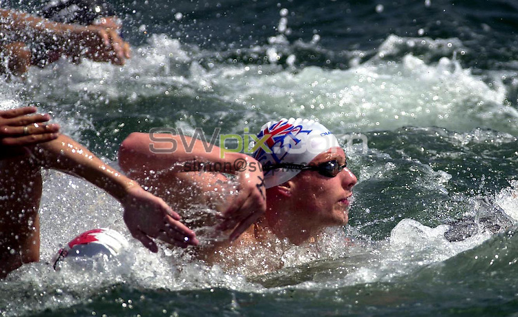 Pix: Matthew Lewis/SWpix.com. Swimming. 10th Fina World Championships 2003, Barcelona. 13/07/2003...COPYRIGHT PICTURE>>SIMON WILKINSON>>01943 436649>>..Great Britain's David Proud battles his way through the field in the Mens 5km Open Water Final.