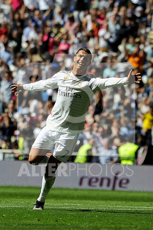 Real Madrid´s Cristiano Ronaldo celebrates a goal during 2014-15 La Liga match between Real Madrid and Granada at Santiago Bernabeu stadium in Madrid, Spain. April 05, 2015. (ALTERPHOTOS/Luis Fernandez)