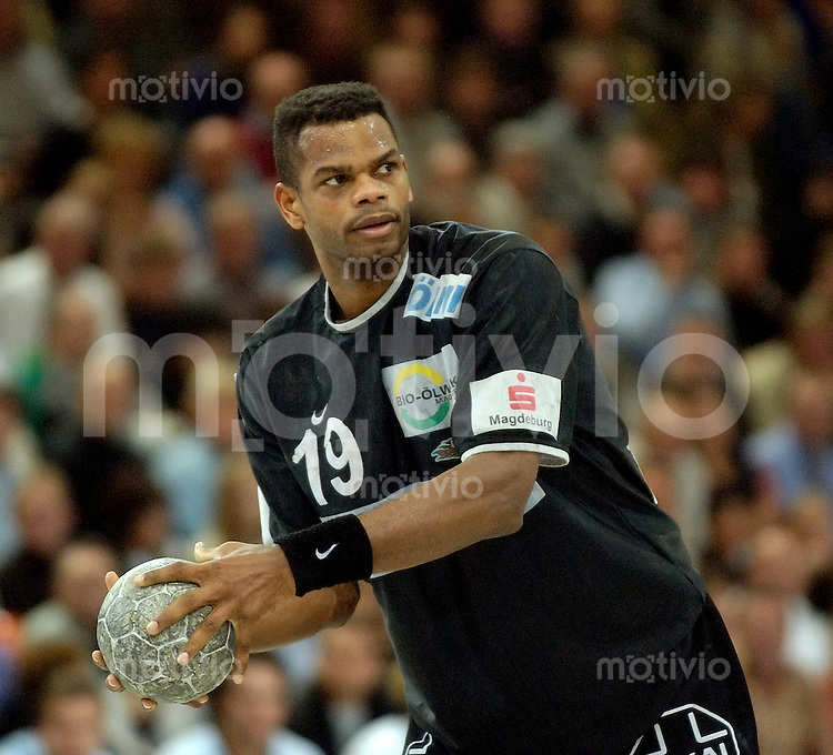 Handball Herren 1.Bundesliga 2003/2004 Goeppingen (Germany) FrischAuf! Goeppingen - SC Magdeburg (34:37) Joel Abati (SCM) am Ball