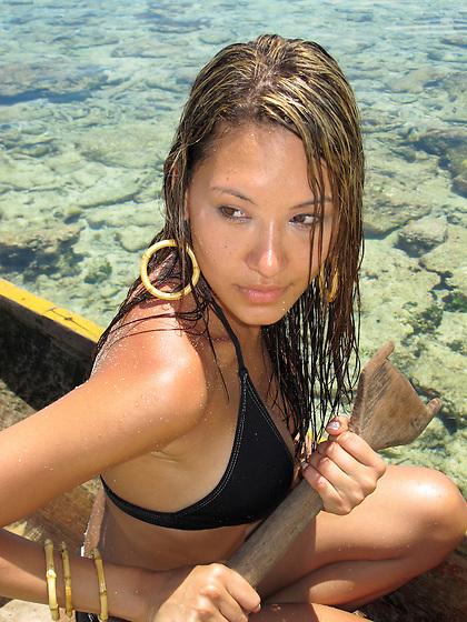 Indígenas guna / retrato de mujer en la comarca de Guna Yala, Panamá.