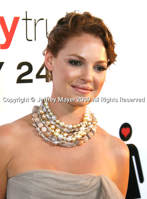 "HOLLYWOOD, CA. - July 16: Katherine Heigl arrives at the Los Angeles premiere of ""The Ugly Truth"" held at the Pacific's Cinerama Dome on July 16, 2009 in Hollywood, California."