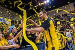 Freude nach Sieg - Adam WALESKOWSKI (#19 MHP Riesen Ludwigsburg) mit Fans beim Spiel, MHP RIESEN Ludwigsburg - EWE Baskets Oldenburg.<br /> <br /> Foto &copy; PIX-Sportfotos *** Foto ist honorarpflichtig! *** Auf Anfrage in hoeherer Qualitaet/Aufloesung. Belegexemplar erbeten. Veroeffentlichung ausschliesslich fuer journalistisch-publizistische Zwecke. For editorial use only.