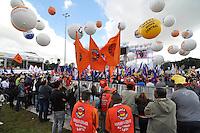 SAO PAULO, SP, 01 DE MAIO  DE 2012 -  1º DE MAIO UNIFICADO - O dia do trabalhador foi comemorado com ato organizado pela Força Sindical e diversos outros sindicatos na praça Campos de Bagatelle, zona norte da cidade. FOTO: LEVI BIANCO - BRAZIL PHOTO PRESS