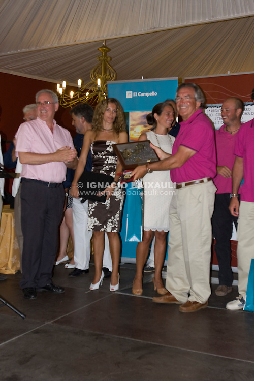 Plis Play recibiendo el premio como primer clasificado - Club Náutico El Campello - 1ª REGATA VELA CRUCERO EL CAMPELLO - CIUDAD AUTÓNOMA DE CEUTA - I TROFEO CAERO