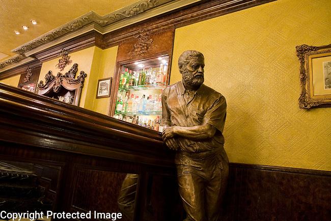 Hemingway Statue, Cafe Iruna, Plaza del Castillo Square, Pamplona, Navarra, Spain