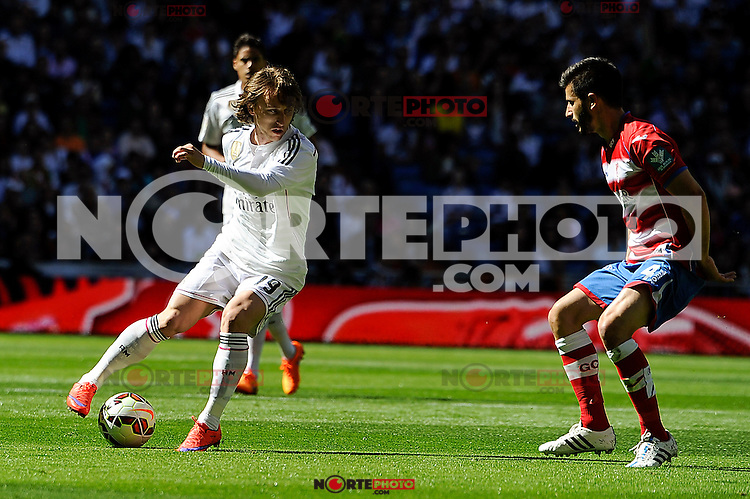 Real Madrid´s Luka Modric and Granada´s Francisco Rico during 2014-15 La Liga match between Real Madrid and Granada at Santiago Bernabeu stadium in Madrid, Spain. April 05, 2015. (ALTERPHOTOS/Luis Fernandez) /NORTEphoto.com