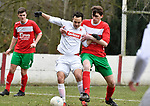 2018-03-04 / voetbal / seizoen 2017-2018 / White Star - Oud-Turnhout / Jeffrey Daelemans (l) (White Star) wordt onder druk gezet door Andreas Heynen (r) (Oud-Turnhout)