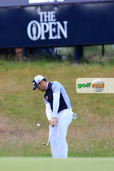 Louis Oosthuizen (RSA) chips into the 17th green during Sunday's Round  of the 144th Open Championship, St Andrews Old Course, St Andrews, Fife, Scotland. 19/07/2015.<br /> Picture Eoin Clarke, www.golffile.ie