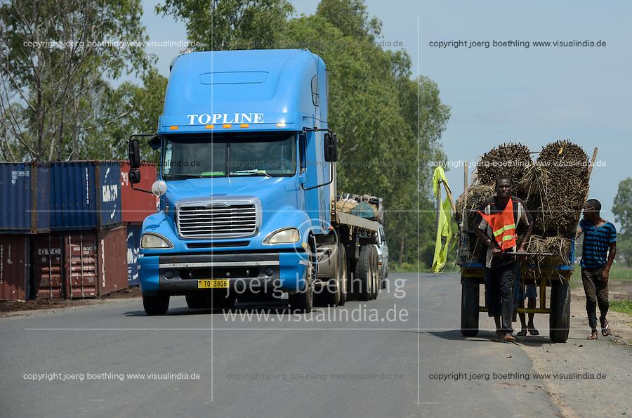 MOZAMBIQUE, Beira, BAGC Beira agricultural growth corridor, transport of heavy goods by trucks between port Beira-Chimoio-Tete-Zimbabwe-Malawi / MOSAMBIK, Beira, BAGC Beira agricultural growth corridor, Transport von Waren zwischen Hafen Beira-Chimoio-Tete-Simbabwe-Malawi