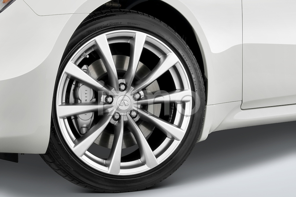 Tire and wheel close up detail view of a 2008 Infiniti G37S Coupe