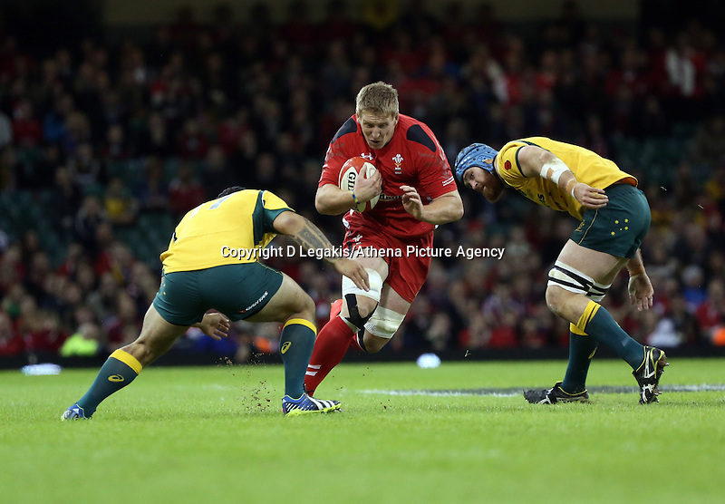 Pictured: Bradley Davies of Wales (C) avoids to Australia players Saturday 08 November 2014<br /> Re: Dove Men Series rugby, Wales v Australia at the Millennium Stadium, Cardiff, south Wales, UK.