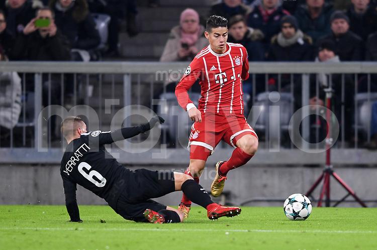 FUSSBALL CHAMPIONS LEAGUE SAISON 2017/2018 GRUPPENPHASE FC Bayern Muenchen - Paris Saint-Germain               05.12.2017 Marco Verratti (li, Paris Saint-Germain) gegen James Rodriguez )re, FC Bayern Muenchen)