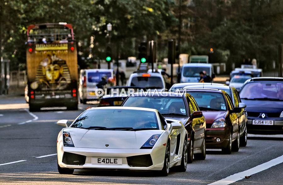 Automovel Lamborghini nas ruas de Londres, Inglaterra. 2008. Foto Juca Martins