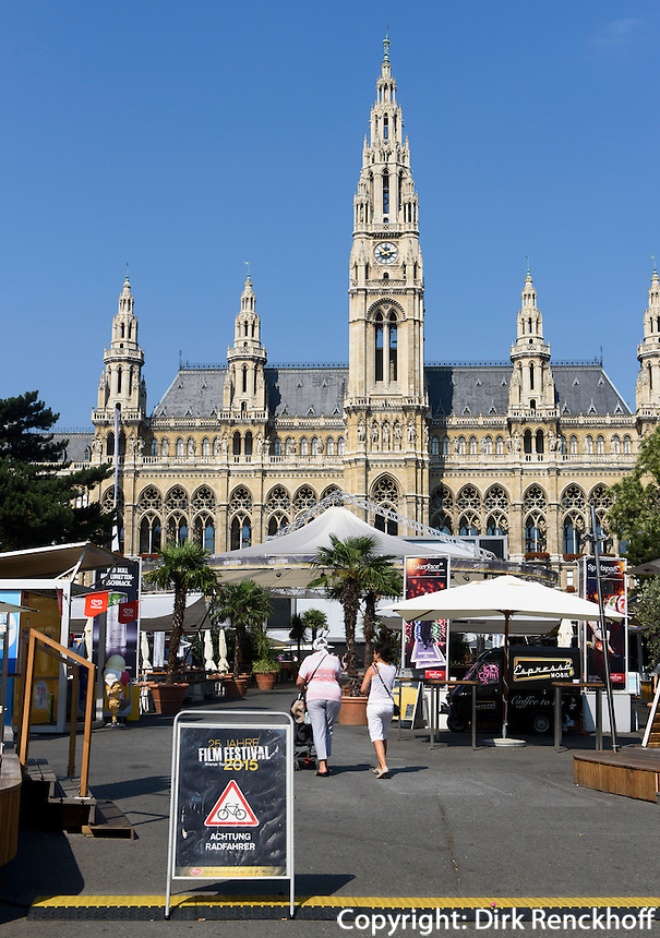 15. internationales Filmfestival, Neugotisches Rathaus, Rathausplatz, Wien, &Ouml;sterreich, UNESCO-Weltkulturerbe<br /> 15th international filmfestival, neo-Gothic townhall, Vienna, Austria, world heritage