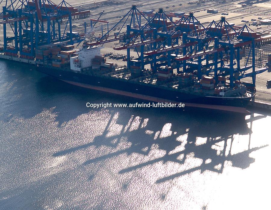 4415/CTA Altenwerder:DEUTSCHLAND, HAMBURG, 19.02.2004:  Das HHLA-Containerterminal Altenwerder (CTA) ist derzeit eines der weltweit modernsten Containerterminals. Es gehoert der Hamburger Hafen- und Logistik-AG (HHLA) (74,9 %) und der Hapag-LLoyd AG (25,1 %) und befindet sich im Sueden von Hamburg im Stadtteil Altenwerder direkt an der Elbe...