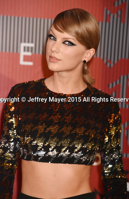 LOS ANGELES, CA - AUGUST 30: Singer Taylor Swift arrives at the 2015 MTV Video Music Awards at Microsoft Theater on August 30, 2015 in Los Angeles, California.