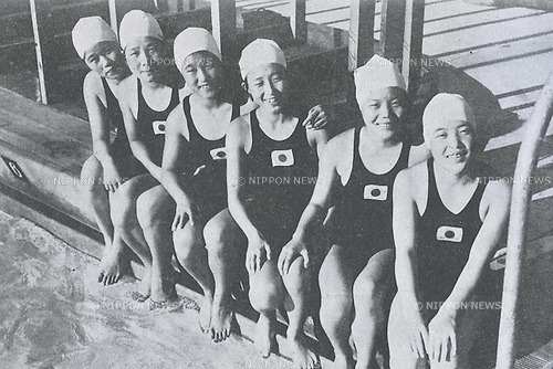 (L-R) Hatsuko Morioka, Hideko Maehata, Hatsuho Matsuzawa, Misao Yokota, Yukie Arata, Kazue Kojima  (JPN), 1932 - Swimming : Japan women's swimmers pose during the 1932 Olympic Games in Los Angeles, California. (Photo by Kingendai Photo Library/AFLO)[2373]