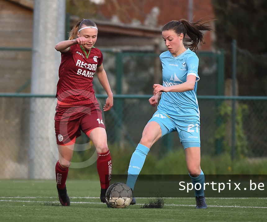 20170414 - Zulte , BELGIUM : Zulte Waregem's Jolien Martens (L) and AA Gent's Silke Vanwynsberghe (R pictured during the soccer match between the women teams of Zulte Waregem and AA Gent Ladies , in the semi final matchday of the Belgian CUP - Beker van Belgie voor Vrouwen competition on Friday 14th April 2017 in Zulte .  PHOTO SPORTPIX.BE DIRK VUYLSTEKE