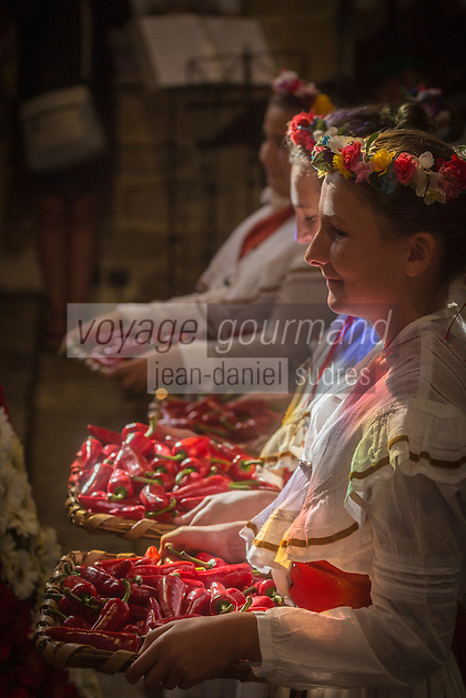 France, Aquitaine, Pyrénées-Atlantiques, Pays Basque,  pendant la fête du piment d'Espelette, messe à l'église Saint-Etienne , Bénédiction des piments //  France, Pyrenees Atlantiques, Basque Country, Espelette:   during Espelette pepper festival , Mass at the church, Blessing Espelette peppers: