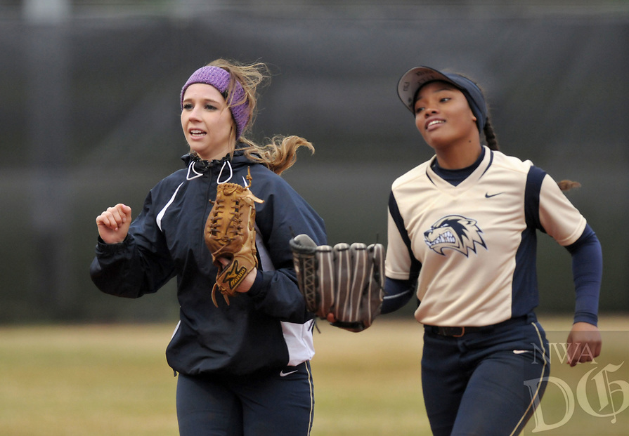 NWA Democrat-Gazette/BEN GOFF @NWABENGOFF<br /> Bentonville West vs Springdale Har-Ber softball Thursday, March 30, 2017, at Bentonville West in Centerton.