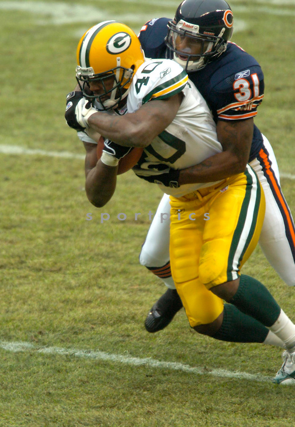 Tony Fisher, of the Green Bay Packers in game action against the  Chicago Bears on 1/2/05.Packers win 14-31..David Durochik / SportPics