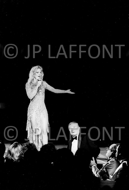 Las Vegas, Nevada, USA, December, 1982 - French Singer Sylvie Vartan with Gene Kelly during a performance at the MGM Hotel. She was accompanied by her mother, her son David, her brother Eddie, and her new love Tony Scotti. (JP Laffont)
