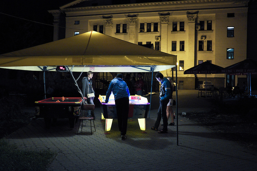 UKRAINE, Mariupol: Teenagers playing Air Hockey in the  park of Theater square.