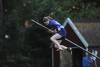 FIERLJEPPEN: IT HEIDENSKIP: 14-08-2013, 1e Klas wedstrijd, Dames, Lisanne Hulder, ©foto Martin de Jong