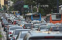 SAO PAULO, 22 DE MARCO DE 2013 - TRANSITO - Transito intenso na Avenida Paulista, regiao central da capital, no fim da tarde desta sexta feira, 22.. (FOTO: ALEXANDRE MOREIRA / BRAZIL PHOTO PRESS)