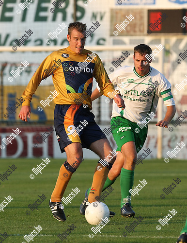 2009-08-22 / Voetbal / Cofidis Cup / Dessel Sport - OH Leuven / Kurt Weuts (L, OHL) met Wouter Vosters..Foto: Maarten Straetemans (SMB)