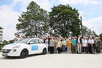 50 von der Deutschen Fernsehlotterie verloste Opel Adam stehen vor dem Adam Opel Haus in Rüsselsheim und warten auf die Gewinner