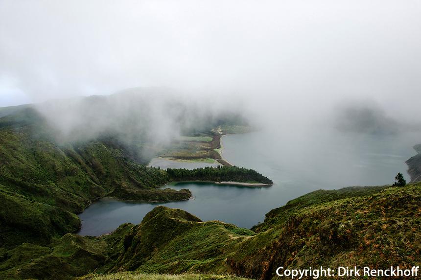 Kratersee Lagoa do Fogo, Blick vom Miradouro da Barrosa auf der Insel Sao Miguel, Azoren, Portugal