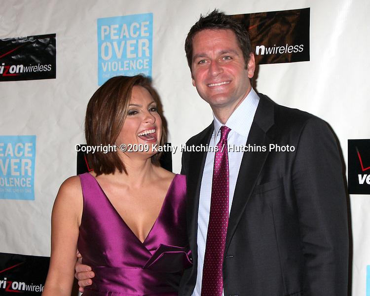 Mariska Hargitay & Husband.arriving at the Peace over Violence 38th Annual Humanitarian Awards.Beverly Hills Hotel.Beverly Hills,  CA.November 6, 2009.©2009 Kathy Hutchins / Hutchins Photo.