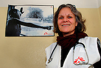 Milano / Italia 2013.Progetto homeless - emergenza freddo di MSF-Italia..Centro medico allestito da MSF nel dormitorio di Via Aldini, nel quartiere periferico di Quarto Oggiaro..Nella foto Rebecca Cuthbert. Fa parte dello staff di MSF dal 2008. Al suo attivo missioni in Darfur, Pakistan, India, Somalia. .Assistance center for the homeless in the neighborhood of Quarto Oggiaro on the outskirts of Milan, where MSF has opened the first Italian structure with post-hospitalization for homeless Italians and foreigners who need medical care. .In the photo Mrs.Rebecca Cuthbert, MSF staff since 2008. To his credit missions in Darfur, Pakistan, India, Somalia..Photo Livio Senigalliesi.