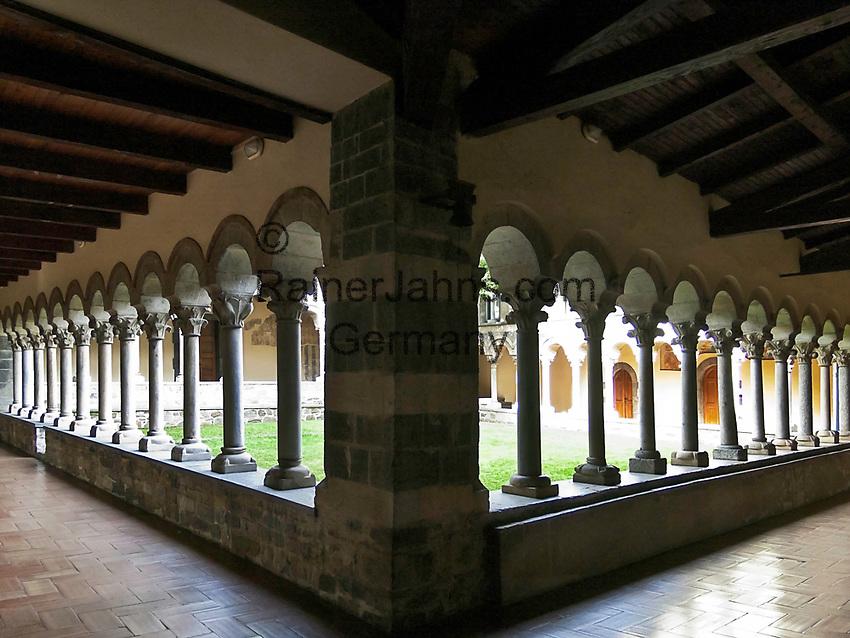 Italien, Lombardei, Comer See, Piona: Zisterzienserkloster Abbazia di Piona - Kreuzgang | Italy, Lombardia, Lake Como, Piona: Cistercian monastery Abbazia di Piona - cloister