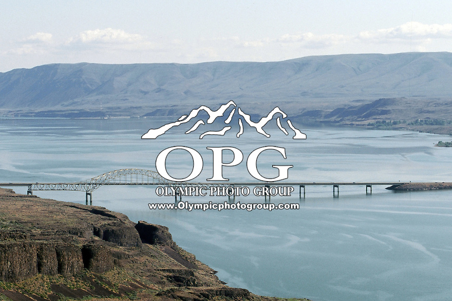 The Vantage bridge allows cars to pass over the columbia river in Vantage.