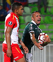 VALPARAISO - CHILE - 13 - 02 - 2018: Bernanrdo Cerezo (L), jugador de Santiago Wanderers celebra el gol anotado a Independiente Santa Fe, durante partido de ida entre Santiago Wanderers (CHL) y el Independiente Santa Fe (COL), de la fase 3 llave 1 por la Copa Conmebol Libertadores 2018, jugado en el estadio Bicentenario Elias Figueroa de la ciudad de Valparaiso. / Bernanrdo Cerezo (R), player of Santiago Wanderers celebrates a scored goal to Independiente Santa Fe, during a match of the first leg between Santiago Wanderers (CHL) and Independiente Santa Fe (COL), of the 3rd phase key 1 for the Copa Conmebol Libertadores 2018 at the Bicentenario Elias Figueroa Stadium in Valparaiso City, Photo: VizzorImage / Sebastian Cisternas / Cont / Photosport