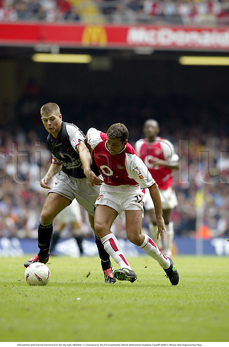 EDU battles with Steven Gerrard (Liv) for the ball, ARSENAL 1 v Liverpool 0, The F A Community Shield, Millennium Stadium, Cardiff, 020811. Photo: Neil Tingle/Action Plus...soccer association football.2002.english league.charity