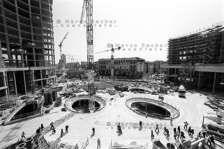"Milano, cantieri per il progetto di riqualificazione dell'area di Porta Nuova --- Milan, construction sites for the requalification project of the ""Porta Nuova"" area"