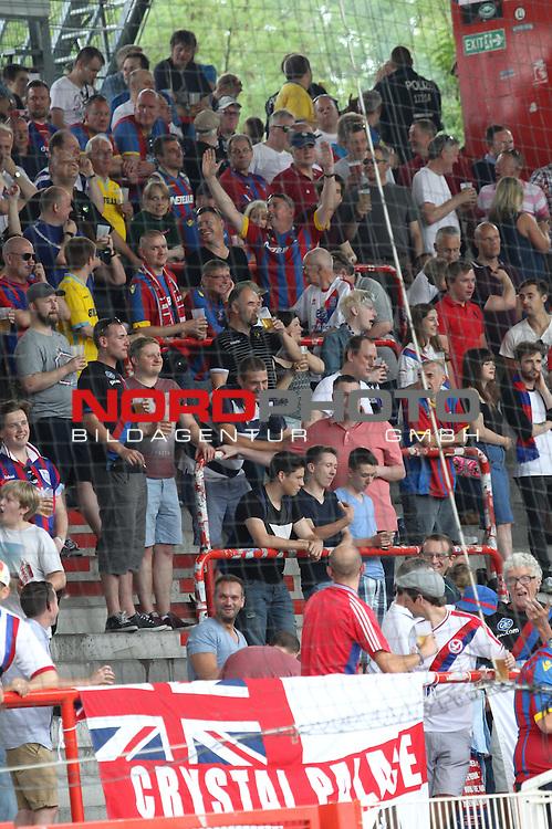 18.07.2015, Stadion an der Wuhlheide, Berlin, GER, 2.FBL, 1.FC UNION BERLIN VS. CRYSTAL PALACE, im Bild Crystal Fanblock<br /> <br /> Foto Juergen Engler<br /> Foto &copy; nordphoto /  Engler