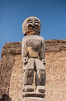 Hawaiian tiki statue in Pu'uhonua o Honaunau place of refuge national historical park, Big Island, Hawaii