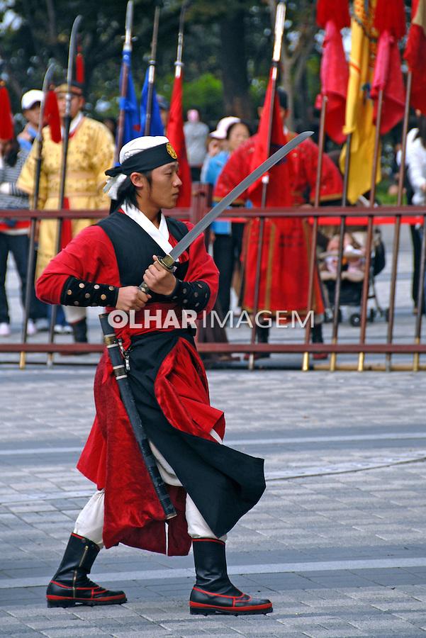 Apresentação de artes marciais em Namsan Park. Coréia do Sul. 2009. Foto de Thaïs Falcão.