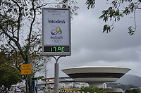 ATENCAO EDITOR: FOTO EMBARGADA PARA VEICULOS INTERNACIONAIS. - RIO DE JANEIRO, RJ,26 DE SETEMBRO 2012 - CLIMA TEMPO EN NITEROI- Cidade de Niteroi nesta quarta feira de ceu encoberto, chuva e tempo frio, em Niteroi.(FOTO: MARCELO FONSECA / BRAZIL PHOTO PRESS).