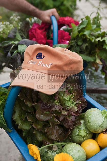 Europe/France/Provence-Alpes-Côte d'Azur/13/Bouches-du-Rhône/Env d'Arles/Le Sambuc: Les paniers des jardiniers dans le potager bio du Restaurant Bio: La Chassagnette
