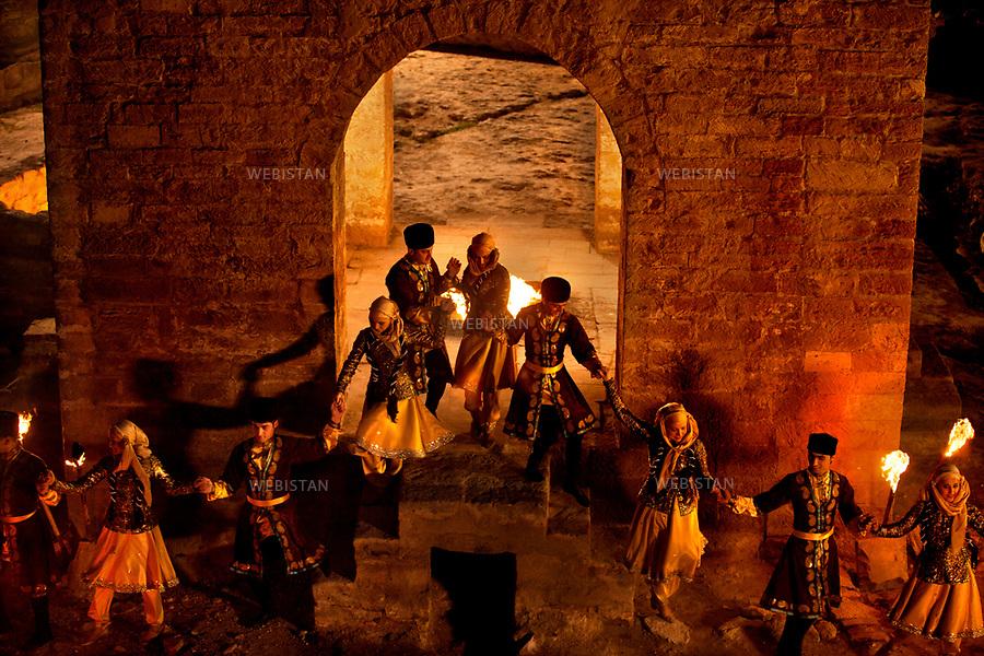 Azerbaijan, Baku, Surakhani, Atashgah (Fire Temple), April 5, 2012<br /> Members of Azerbaijan&rsquo;s national dance group perform a dance around the eternal flame in the temple of fire. The temple, located in a suburb east of Baku, was founded as a Zoroastrian place of worship. Historians and archaeologists still argue over its construction date. Natural gas permanently flows from under the ground into the temple creating the eternal flame.<br /> <br /> Azerba&iuml;djan, Bakou, Surakhani, Atachgah (&laquo; temple du feu &raquo;), 5 avril 2012<br /> Les membres de la troupe de danse nationale d&rsquo;Azerba&iuml;djan ex&eacute;cutent une danse autour de la flamme &eacute;ternelle dans le Temple du feu. Situ&eacute; dans la banlieue est de Bakou, celui-ci a &eacute;t&eacute; fond&eacute; en tant que lieu de culte zoroastrien. Les historiens et les arch&eacute;ologues d&eacute;batent encore de la date de construction du Temple du Feu. Des flux de gaz naturel s'&eacute;chappent en continu de sous la terre, cr&eacute;ant la flamme &eacute;ternelle qu'abrite le temple.
