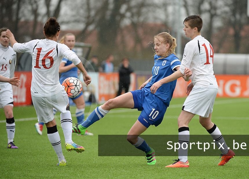 20160405  - Eibergen , NETHERLANDS : Finland's Kaisa Collin (M) with Belarussian Anastasiya Novikova (R) and Zarina Kapustina (16) pictured during the soccer match between the women under 19 teams of Finland and Belarus , on the first matchday in group 3 of the UEFA Women Under19 Elite rounds in Eibergen , Netherlands. Tuesday 5 th April 2016 . PHOTO DIRK VUYLSTEKE / Sportpix.be