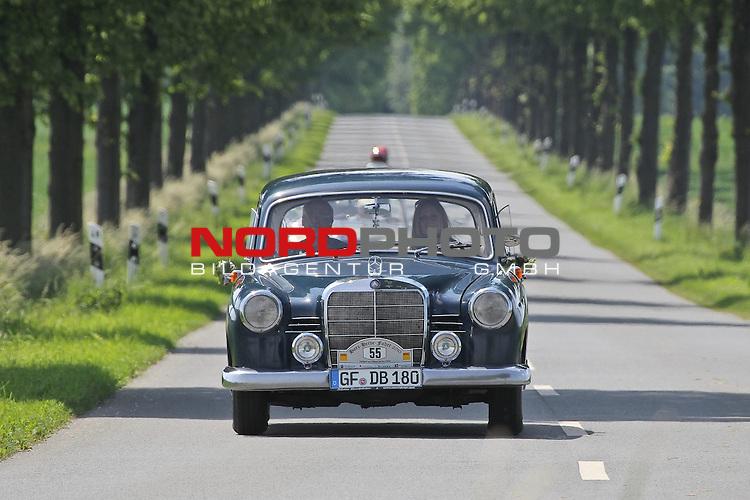 Aus Harz- Heide -Fahrt fuer Odtimer am 06. 06 .2010 -hier bei Hildesheim. Im Foto: Daimler Benz DB 180 b Bj. 1959. <br /> <br /> <br /> Foto: &copy; nph / Rust<br />  *** Local Caption *** Fotos sind ohne vorherigen schriftliche Zustimmung ausschliesslich f&uuml;r redaktionelle Publikationszwecke zu verwenden.<br /> <br /> Auf Anfrage in hoeherer Qualitaet/Aufloesung